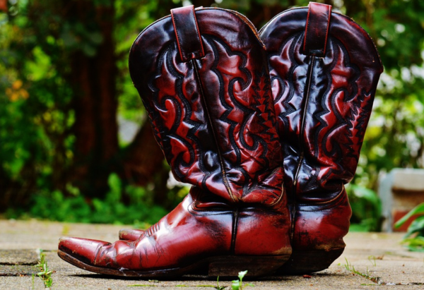 How to Wear Vintage Boots?