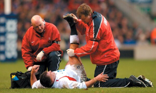 How Can Football Players Improve Their Fitness with Physical Therapy