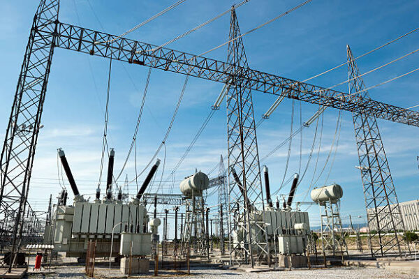 A Detailed Note on the Benefits and Working of Automatic Voltage Controllers